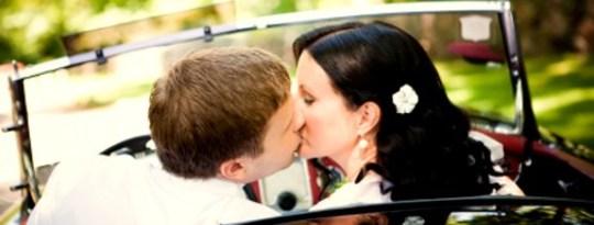 driving_kissing
